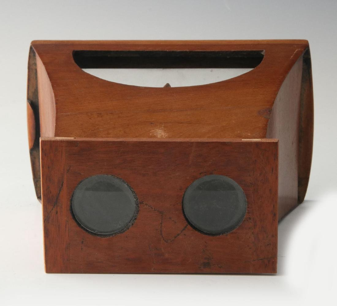 A GOOD 19TH CENTURY BREWSTER STYLE STEREOSCOPE - 5