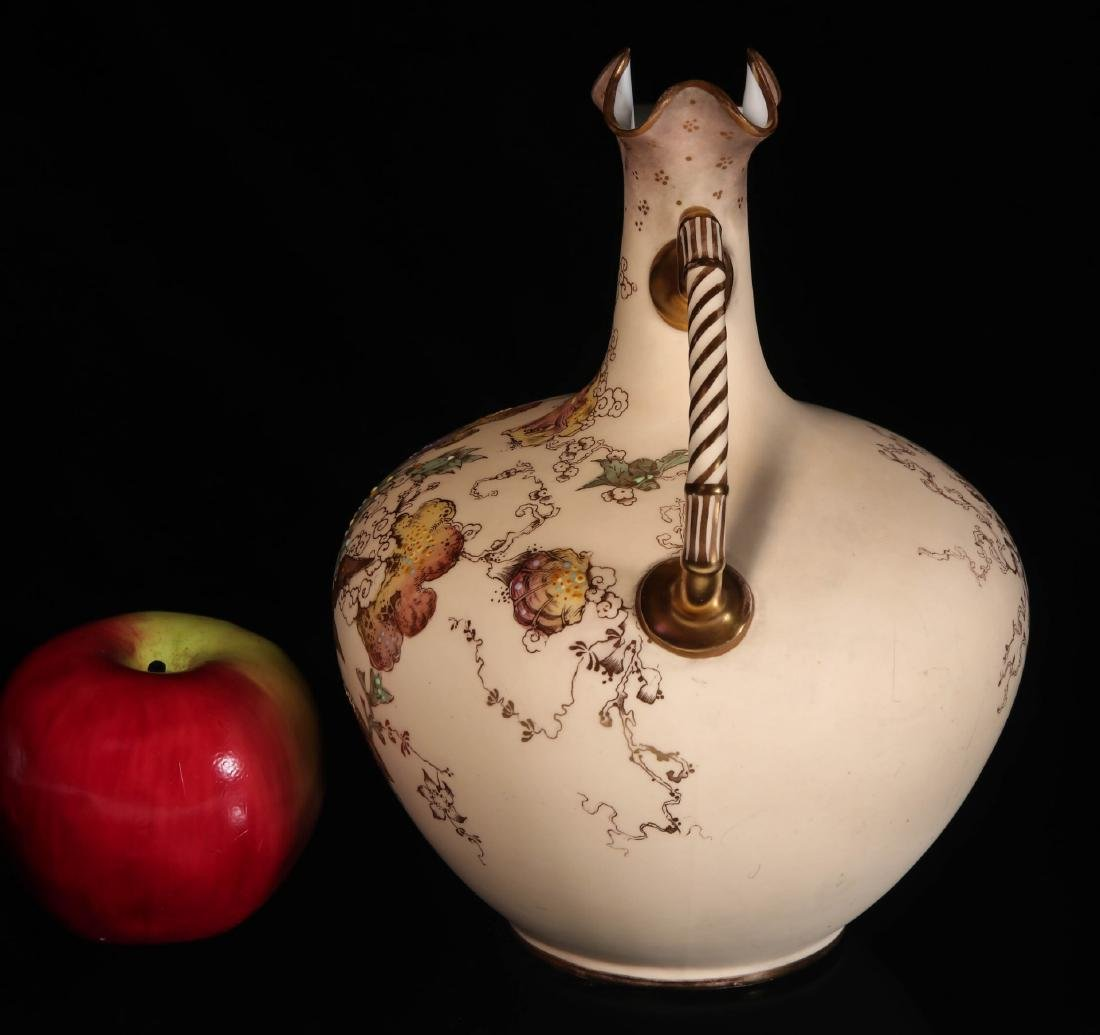 AN EARLY 2OTH CENTURY ROYAL CROWN DERBY EWER - 4