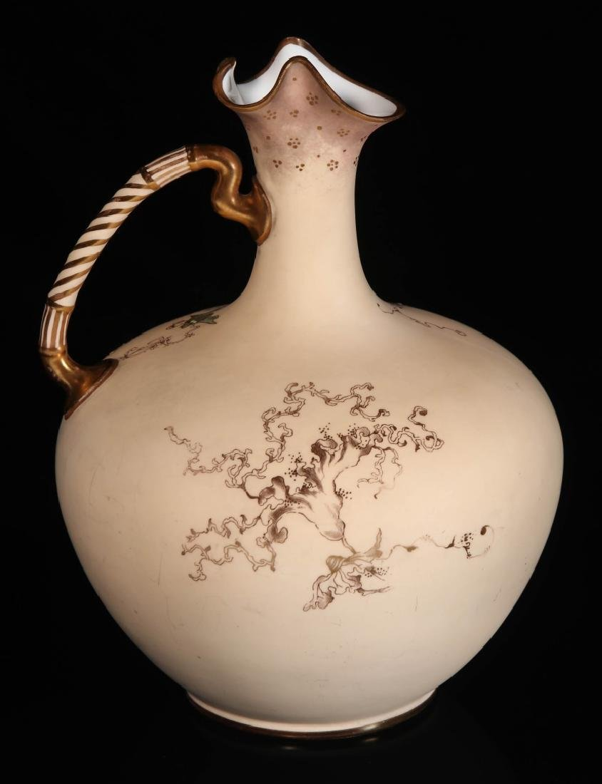 AN EARLY 2OTH CENTURY ROYAL CROWN DERBY EWER - 5
