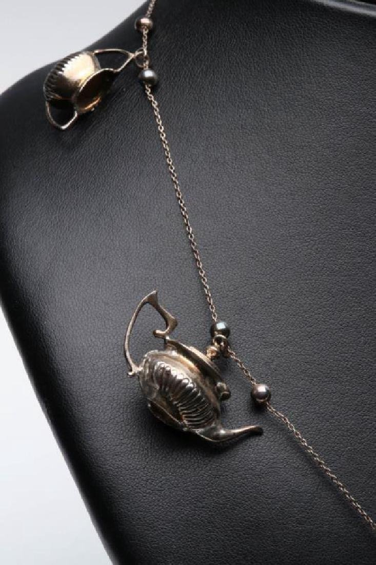 A STERLING SILVER NECKLACE WITH TEAPOT CHARMS - 3