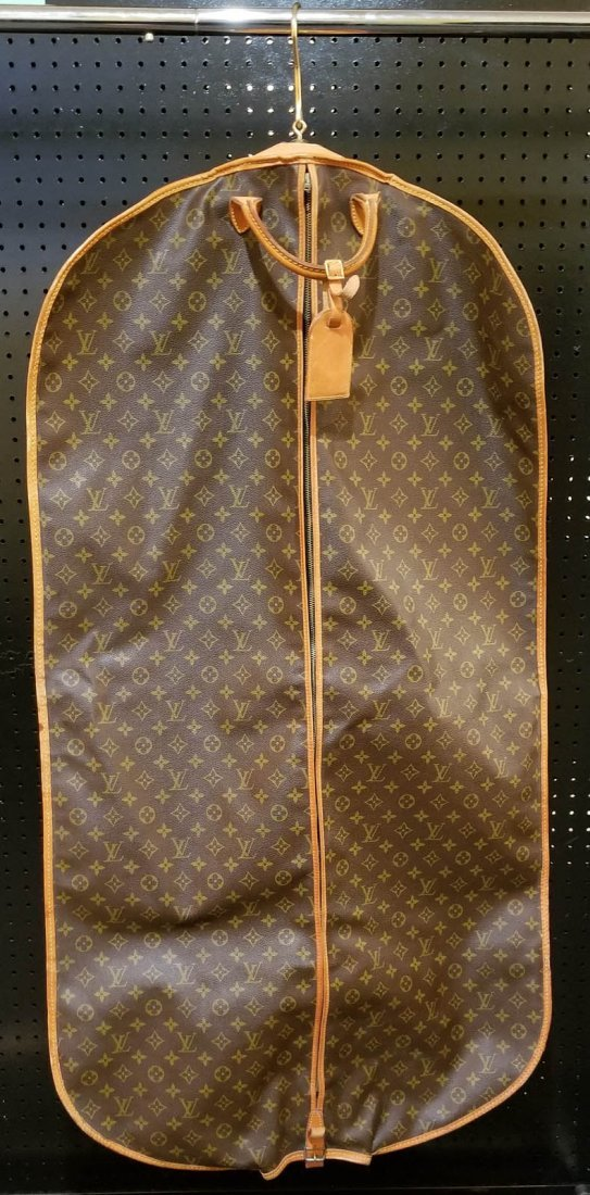A LOUIS VUITTON GARMENT BAG