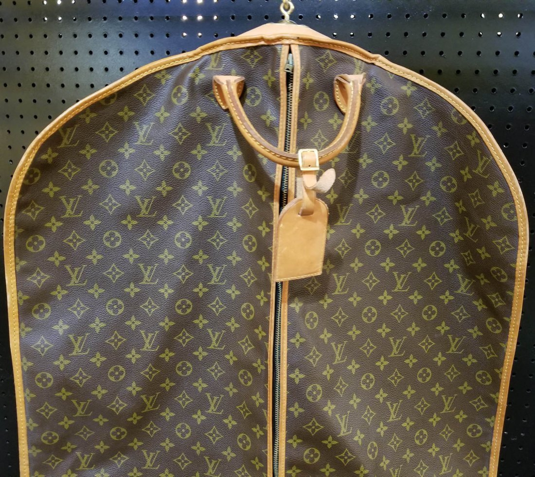 A LOUIS VUITTON GARMENT BAG - 2