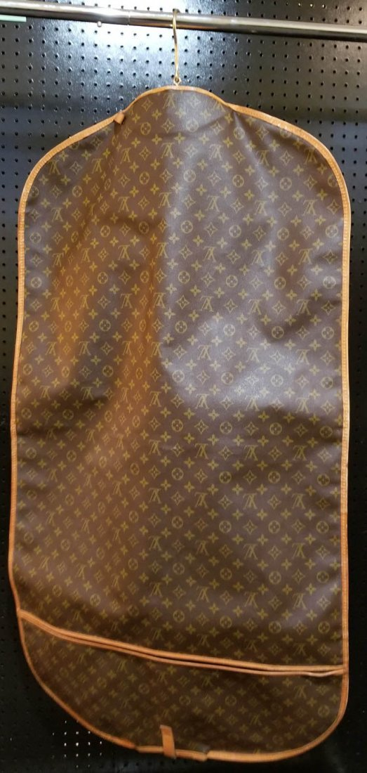 A LOUIS VUITTON GARMENT BAG - 4