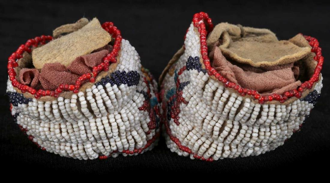 EARLY 20TH C. CHILD'S MOCCASINS WITH BEADED SOLES - 6