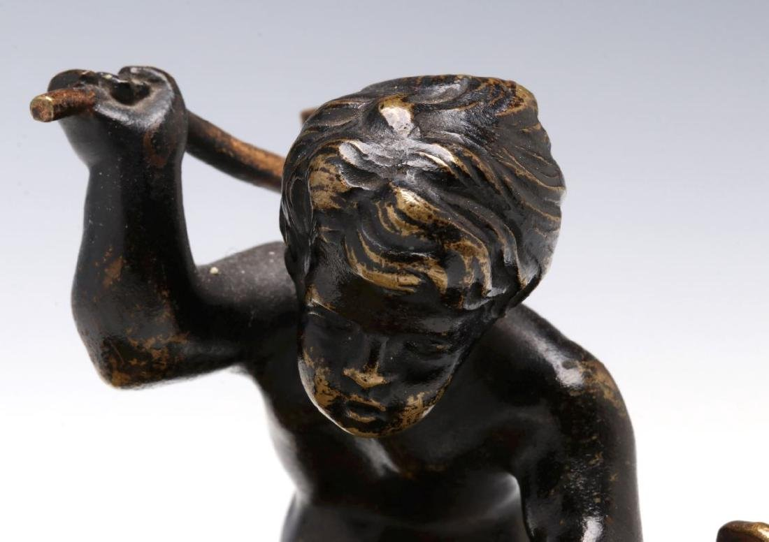 A SMALL 19TH CENTURY CABINET BRONZE OF CUPID BLACKSMITH - 3