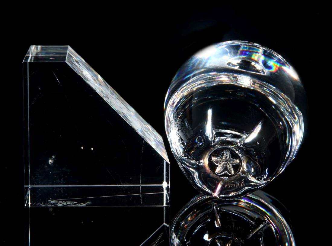 A PAIR OF STEUBEN PAPERWEIGHTS - 4