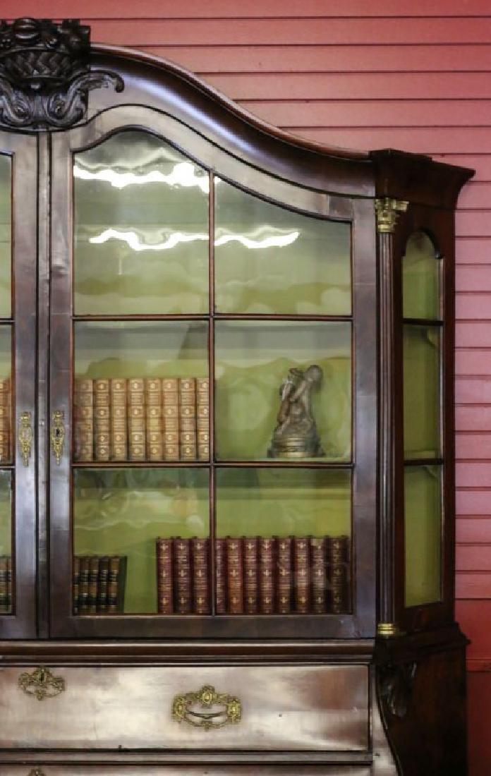 A CIRCA 1800 DUTCH BOMBÉ BOOK OR DISPLAY CASE - 2