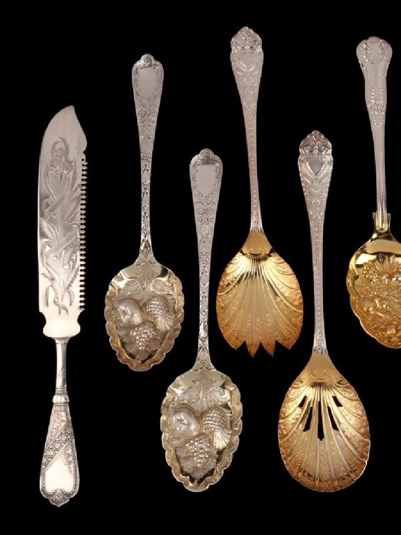 A COLLECTION OF 20TH C. GEORGIAN STYLE FRUIT SPOONS - 2