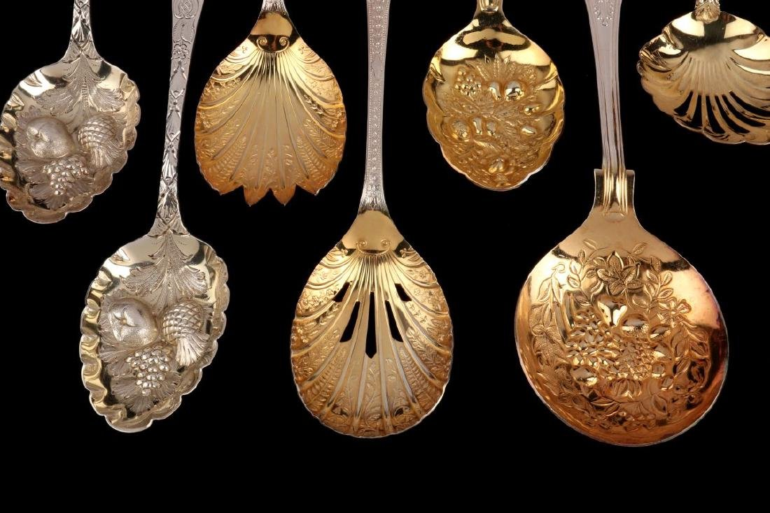 A COLLECTION OF 20TH C. GEORGIAN STYLE FRUIT SPOONS - 5