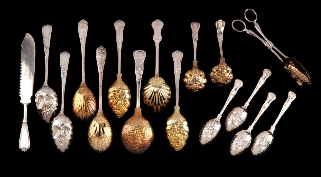 A COLLECTION OF 20TH C. GEORGIAN STYLE FRUIT SPOONS - 7