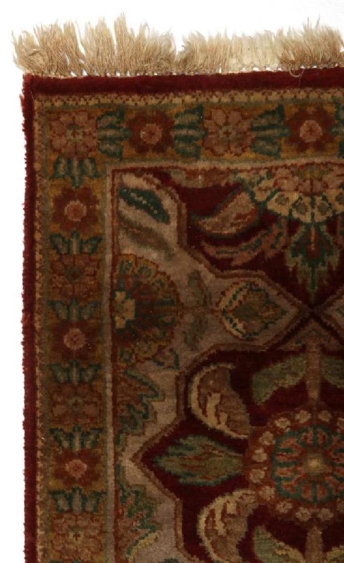 A SMALL 20TH CENTURY TURKISH RUG - 3