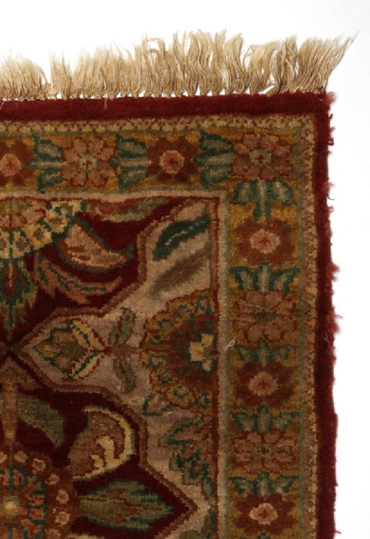 A SMALL 20TH CENTURY TURKISH RUG - 4