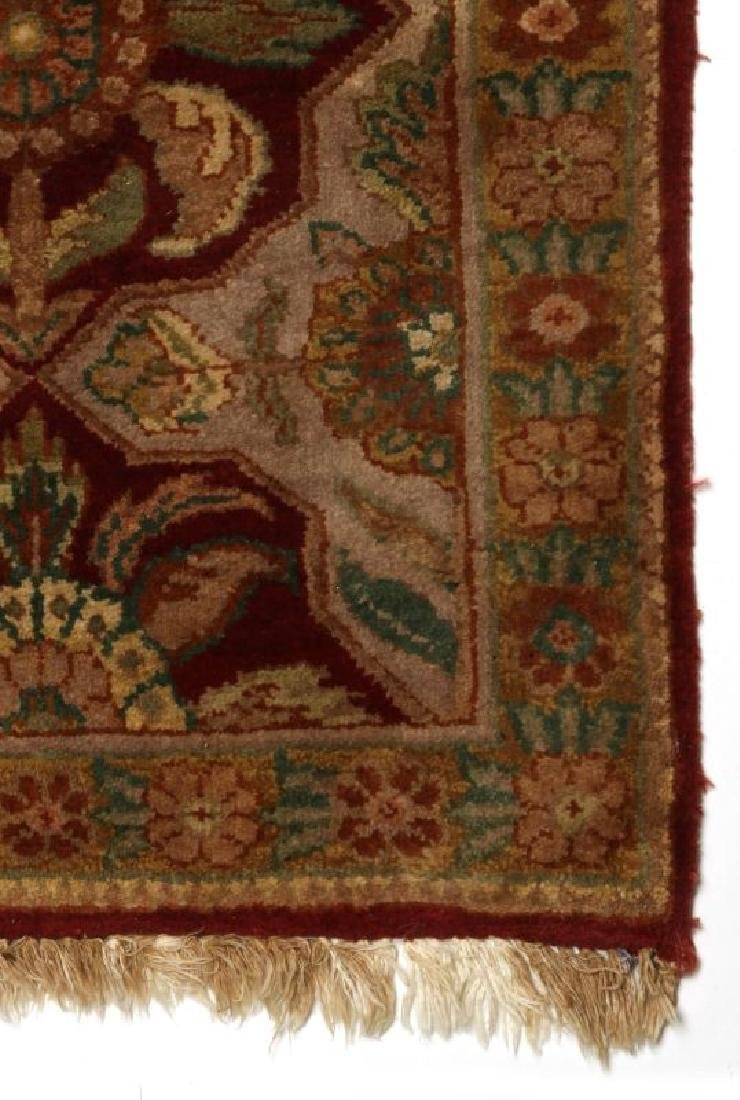 A SMALL 20TH CENTURY TURKISH RUG - 5