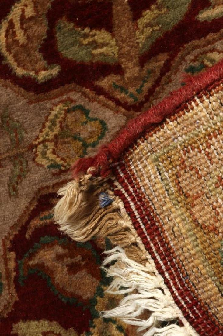 A SMALL 20TH CENTURY TURKISH RUG - 6