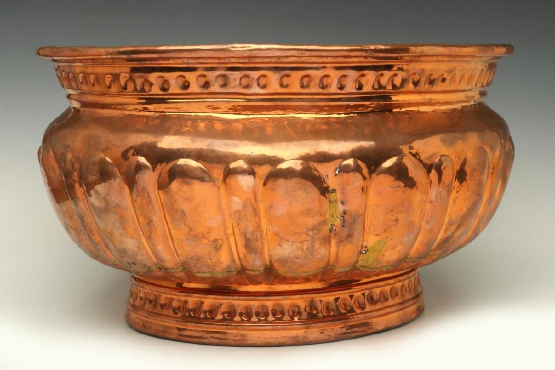 A NICE LARGE 19TH C HAND HAMMERED COPPER JARDINIERE