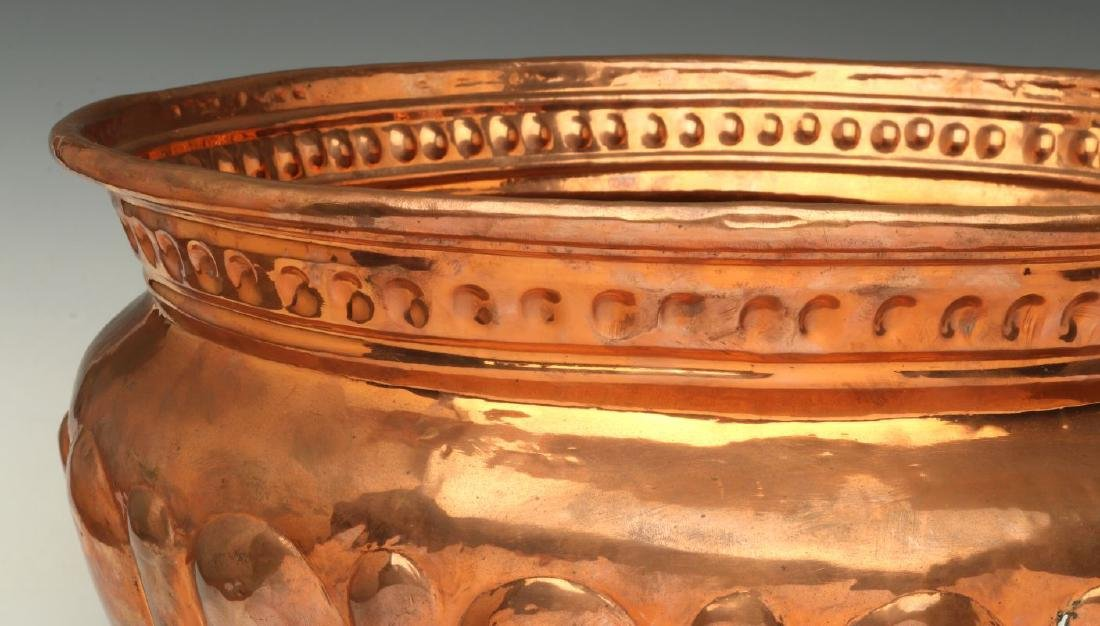 A NICE LARGE 19TH C HAND HAMMERED COPPER JARDINIERE - 3