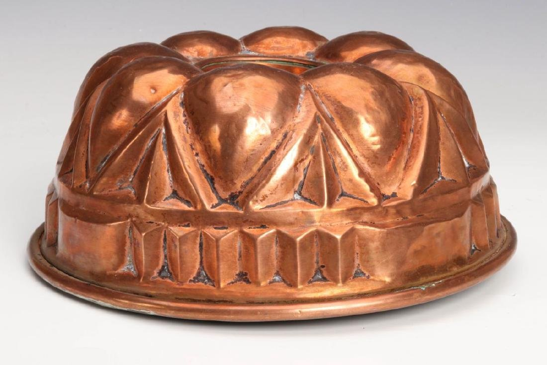 AN ANTIQUE COPPER CAKE PAN / JELLY MOLD - 4