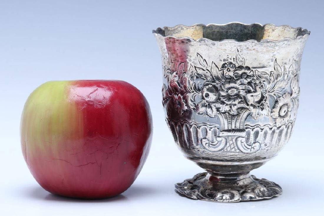 A BRITANNIA SILVER VASE OR CUP ON FOOT DATED 1722 - 2