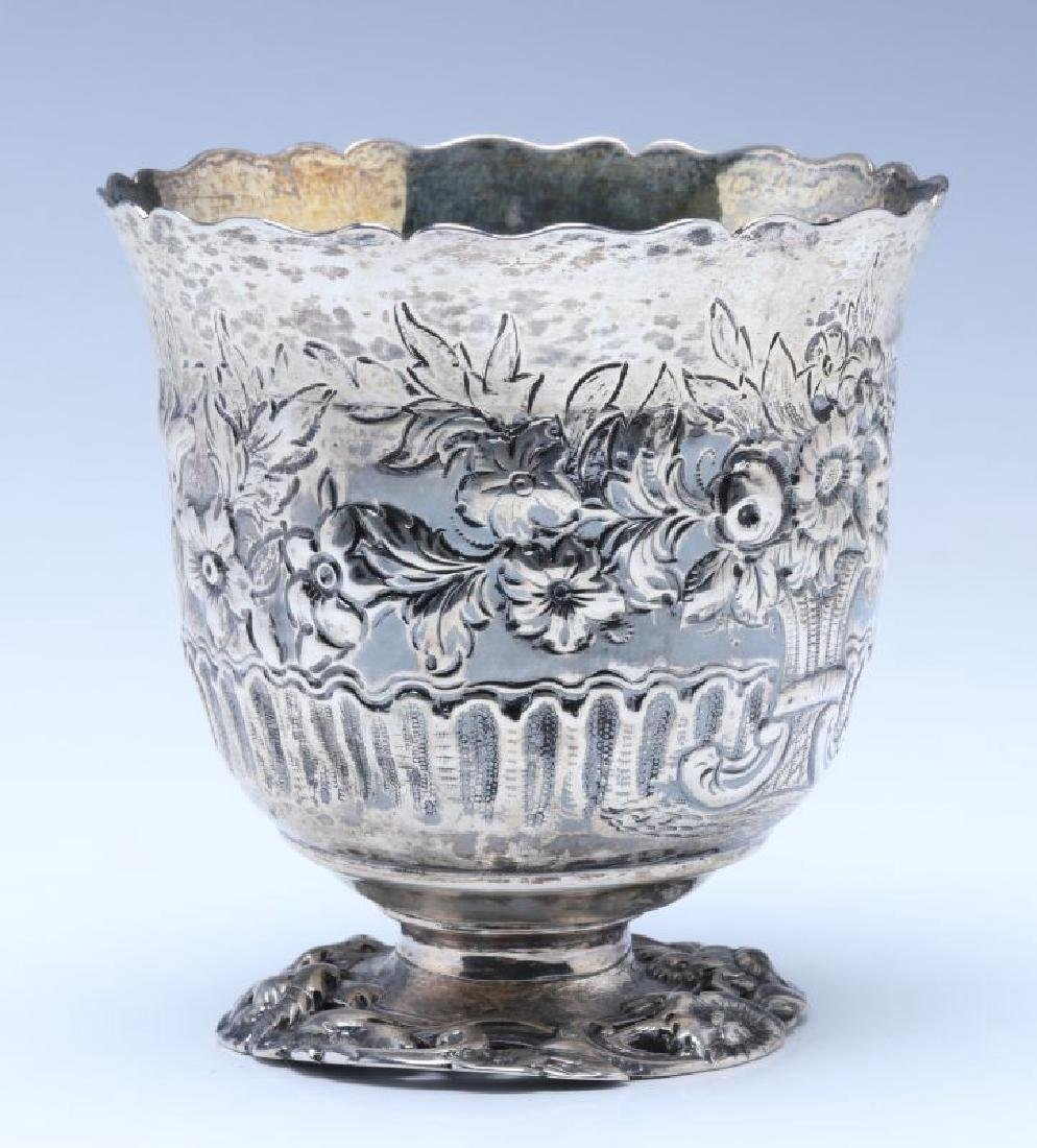A BRITANNIA SILVER VASE OR CUP ON FOOT DATED 1722 - 4