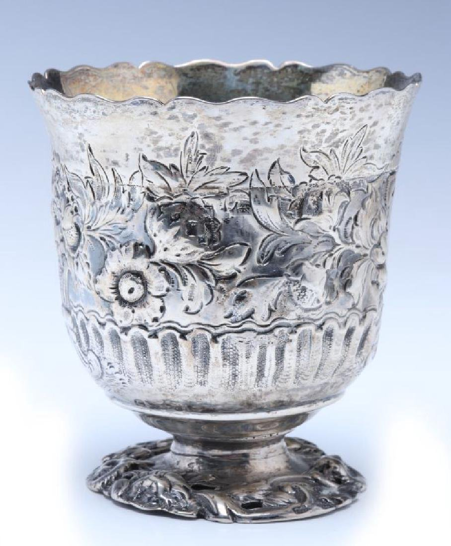 A BRITANNIA SILVER VASE OR CUP ON FOOT DATED 1722 - 7
