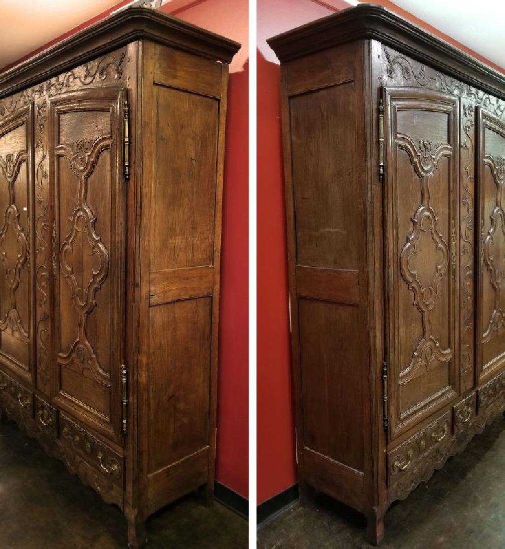 AN 18TH CENTURY FRENCH OAK ARMOIRE - 10