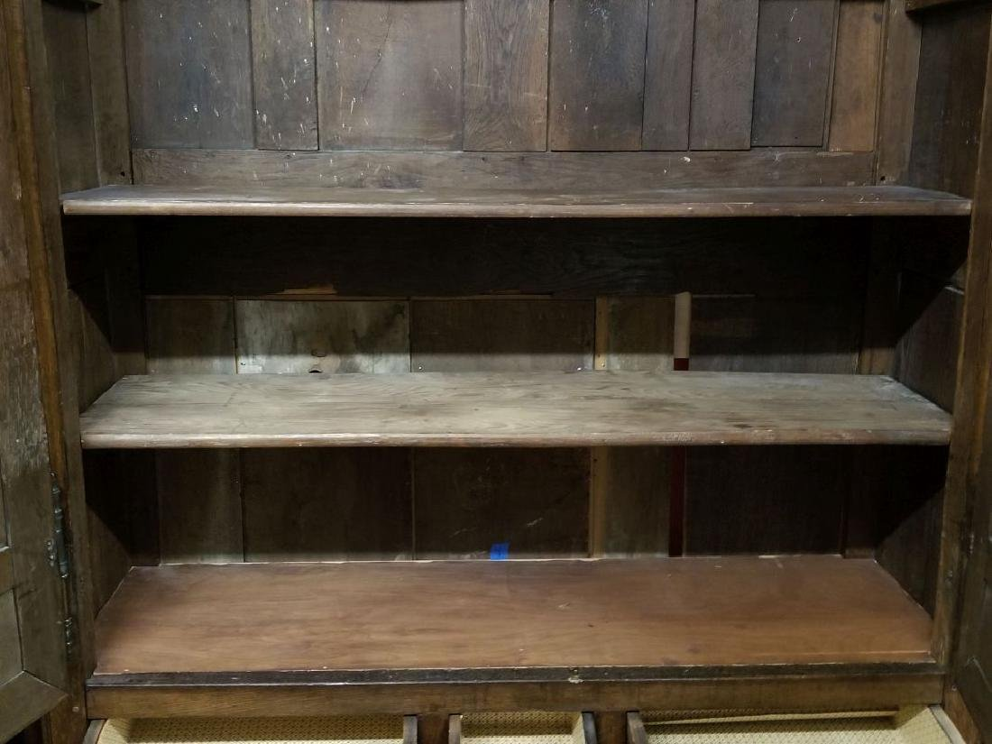 AN 18TH CENTURY FRENCH OAK ARMOIRE - 11