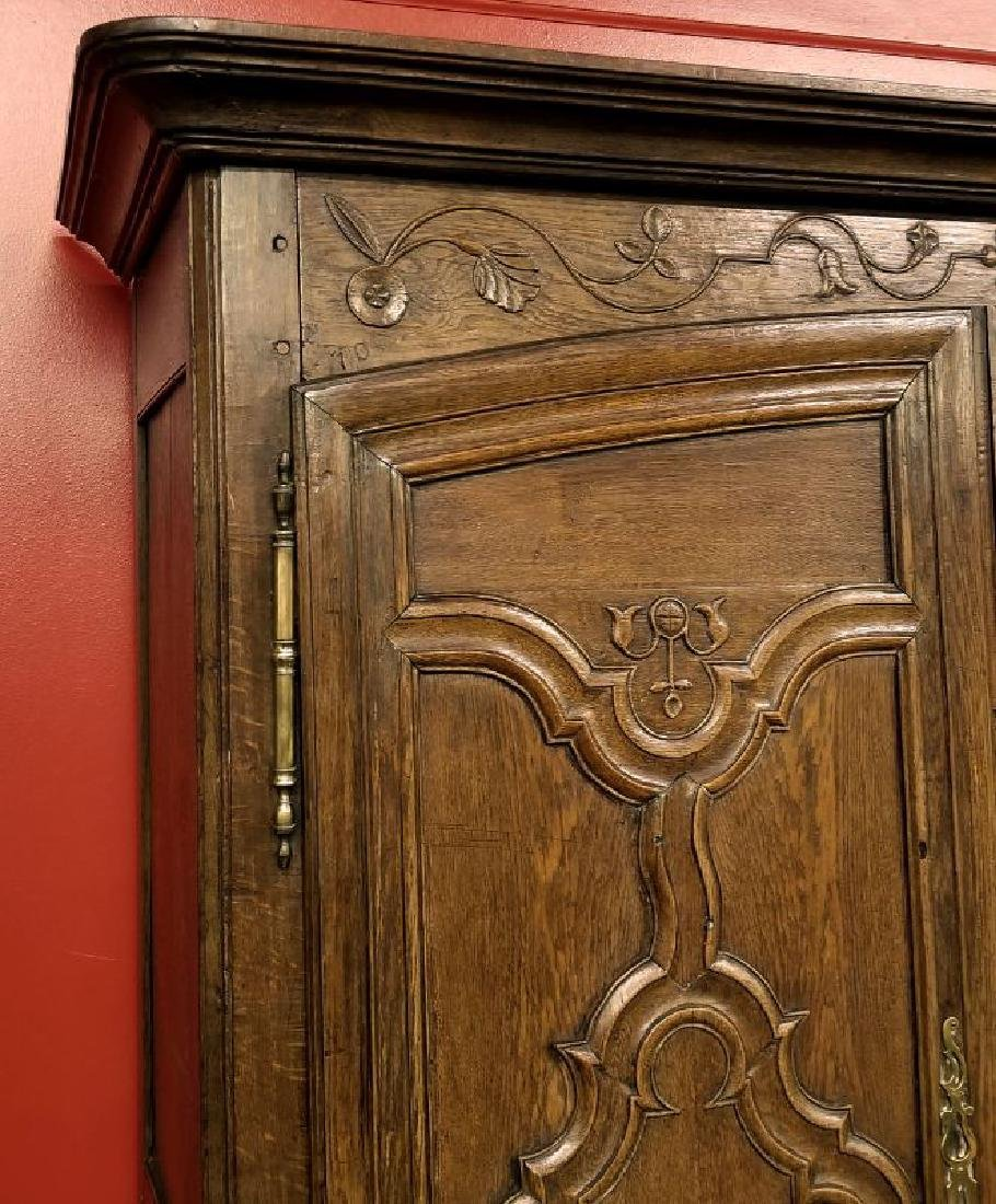 AN 18TH CENTURY FRENCH OAK ARMOIRE - 2