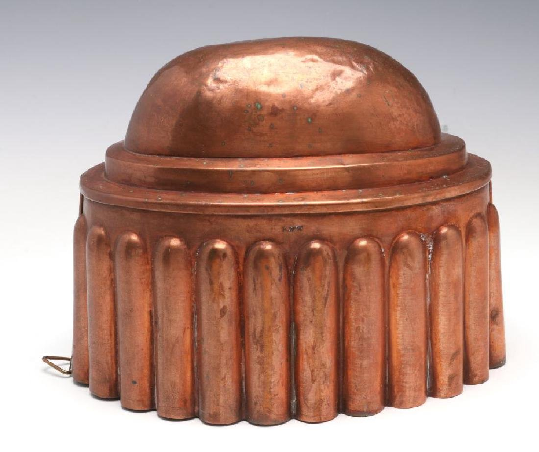 AN OVAL ANTIQUE COPPER FOOD MOLD