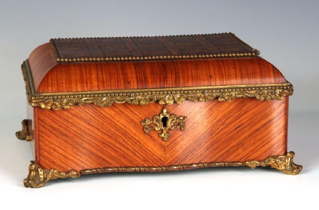 A FINE 19TH C. FRENCH KINGWOOD BOX WITH ORMOLU - 2