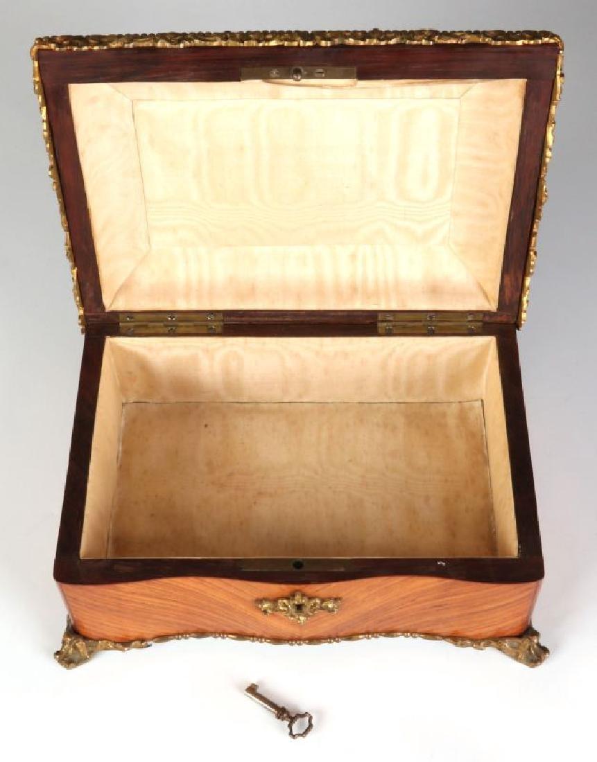 A FINE 19TH C. FRENCH KINGWOOD BOX WITH ORMOLU - 9