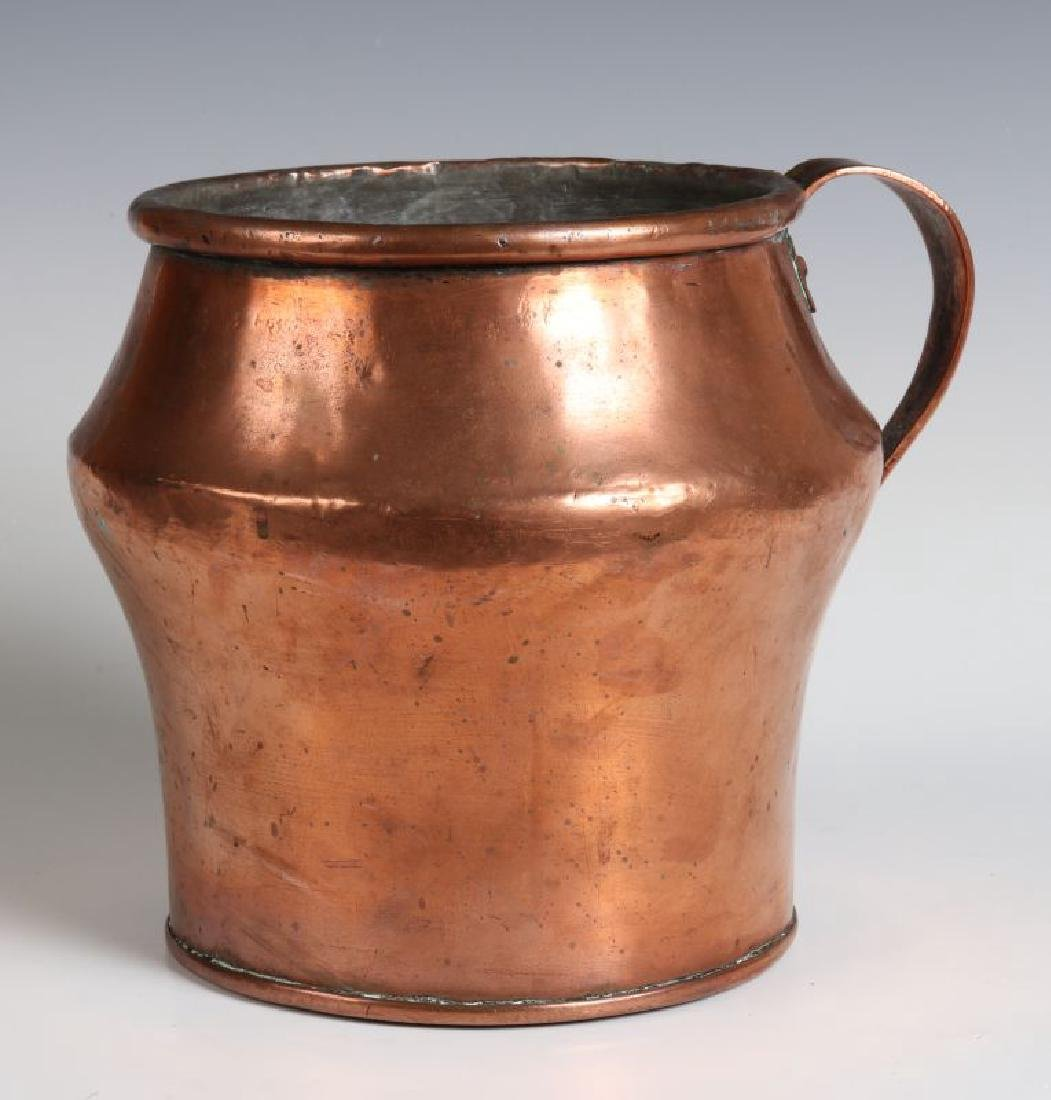 AN ANTIQUE ONE GALLON COPPER MEASURE