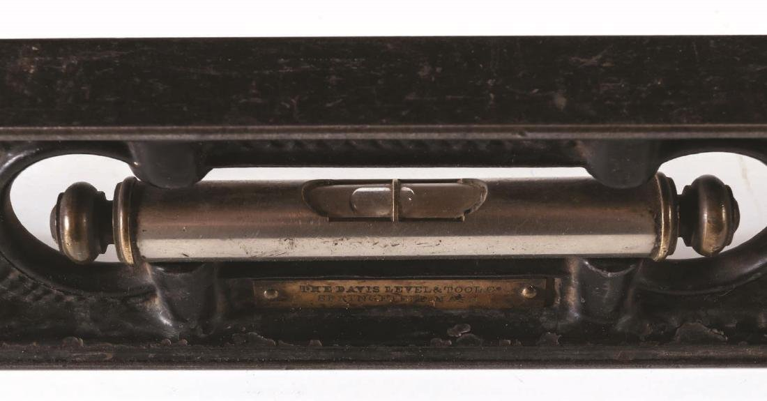 A LATE 19TH CENTURY DAVIS CAST IRON LEVEL - 5