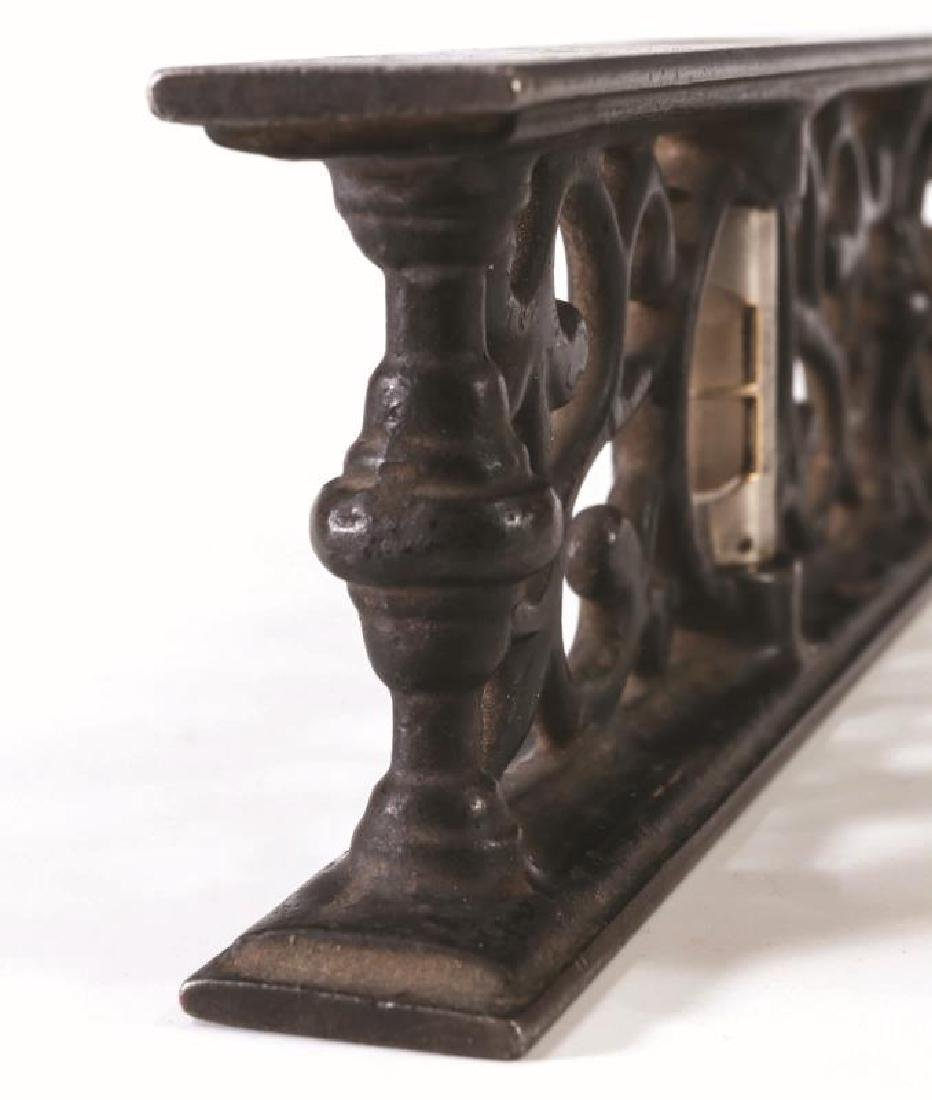 A LATE 19TH CENTURY DAVIS CAST IRON LEVEL - 8