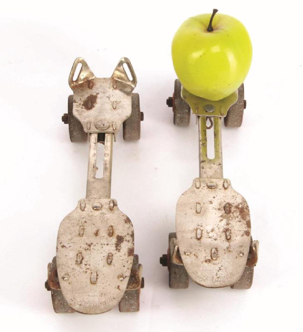 A PAIR OF VINTAGE WINCHESTER ROLLER SKATES - 2