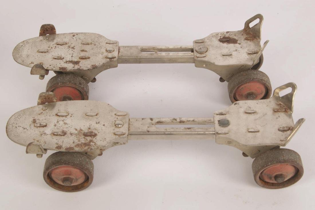 A PAIR OF VINTAGE WINCHESTER ROLLER SKATES - 3