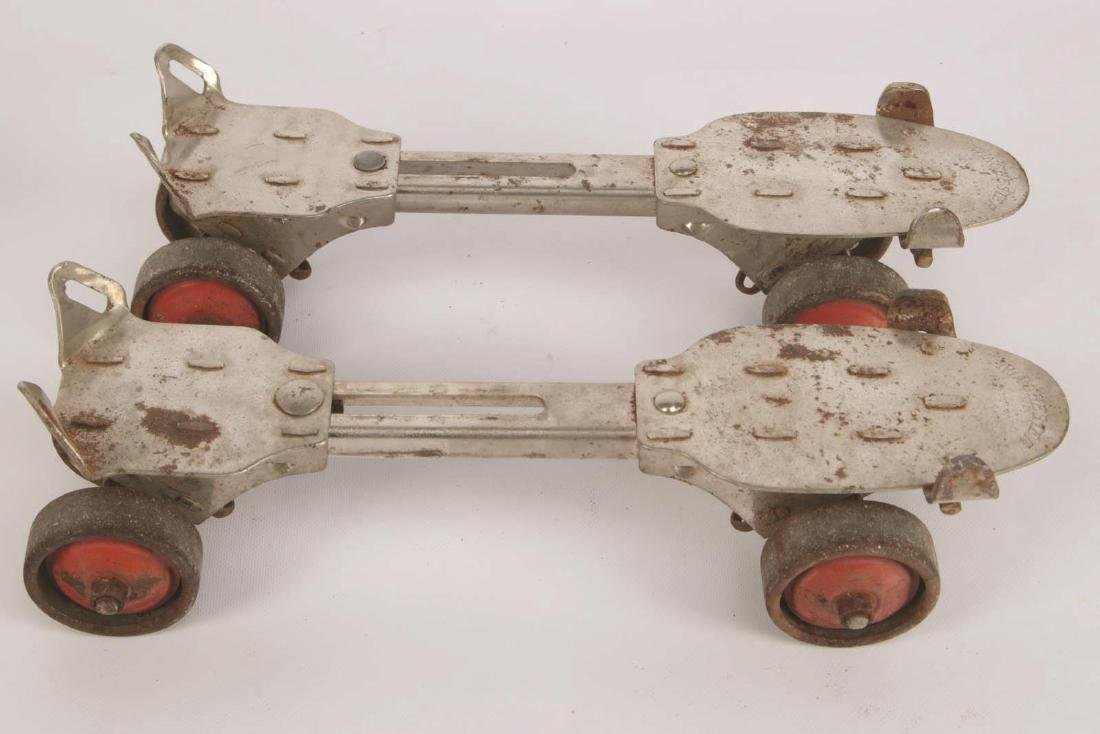 A PAIR OF VINTAGE WINCHESTER ROLLER SKATES - 4