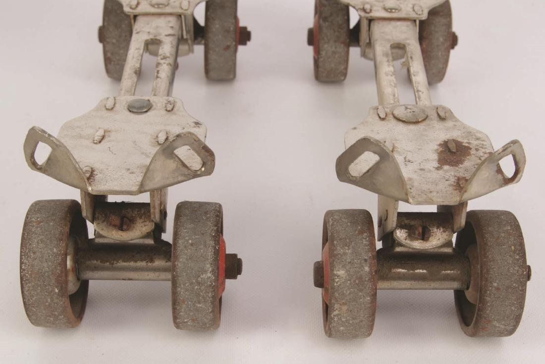 A PAIR OF VINTAGE WINCHESTER ROLLER SKATES - 5