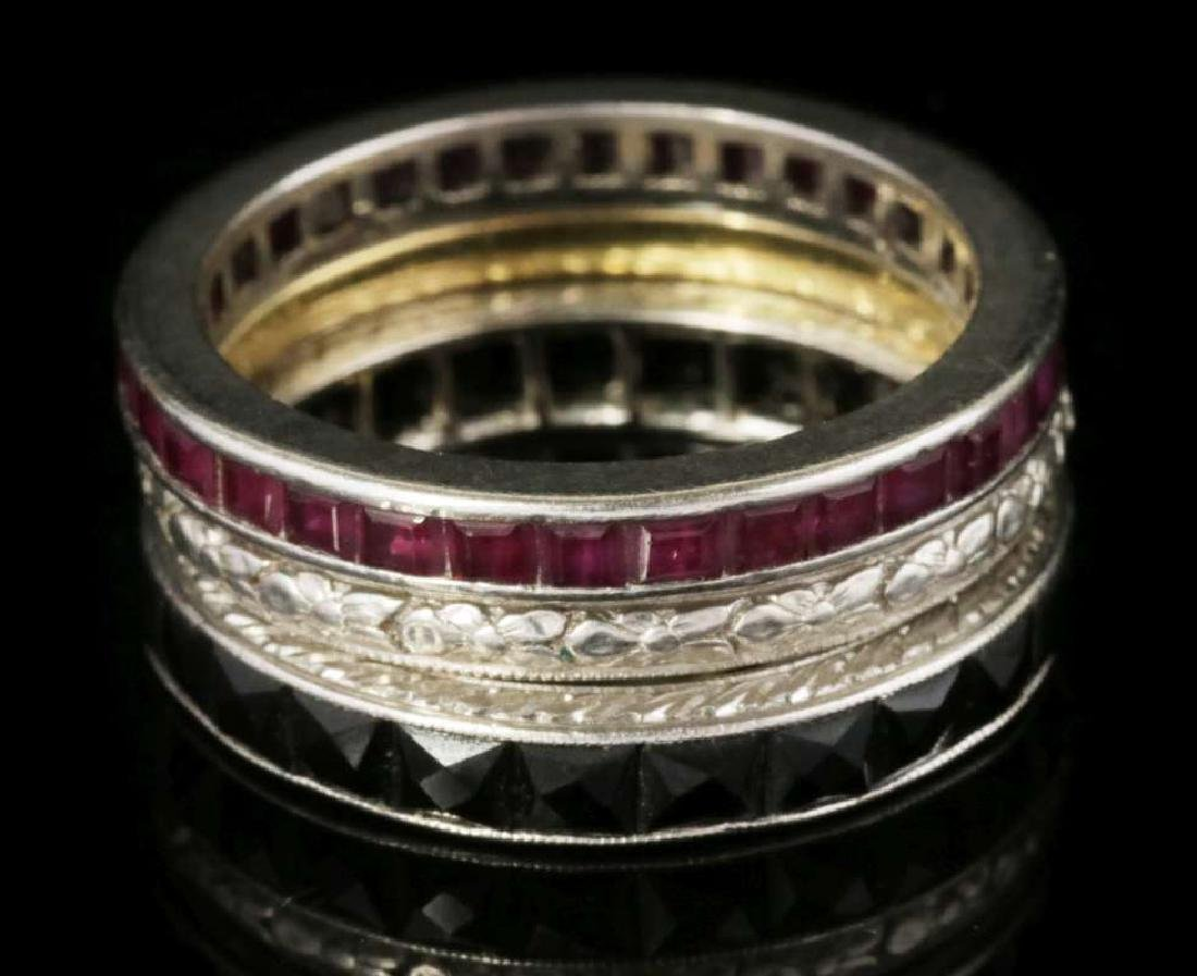 AN ESTATE LOT OF FASHION RINGS - 4