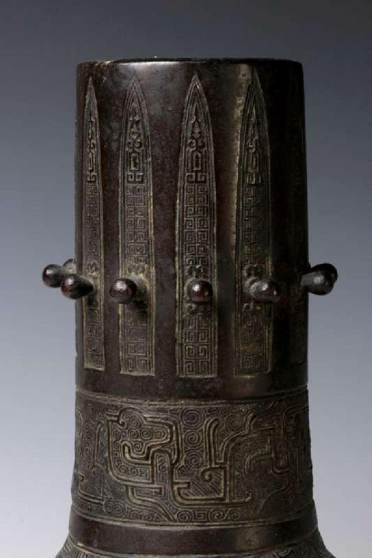 A GOOD 18TH C. CHINESE ARCHAIC STYLE BRONZE VASE - 3