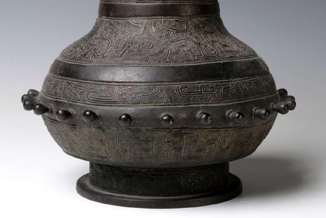 A GOOD 18TH C. CHINESE ARCHAIC STYLE BRONZE VASE - 4