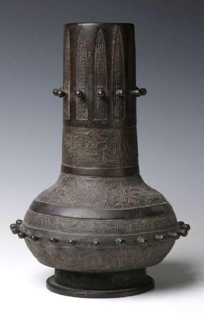 A GOOD 18TH C. CHINESE ARCHAIC STYLE BRONZE VASE - 5