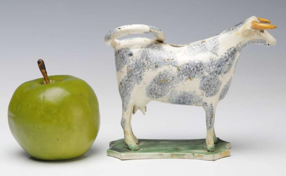 A CIRCA 1800 STAFFORDSHIRE SPONGED COW CREAMER - 2