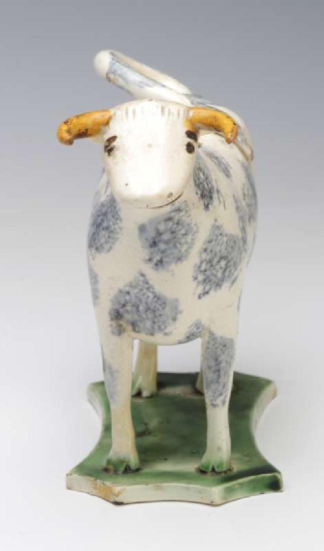 A CIRCA 1800 STAFFORDSHIRE SPONGED COW CREAMER - 5