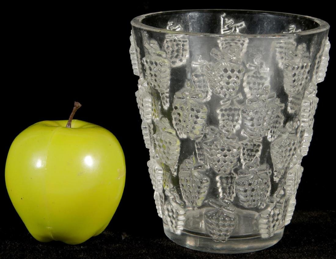 A FRENCH CRYSTAL VASE SIGNED R. LALIQUE - 7