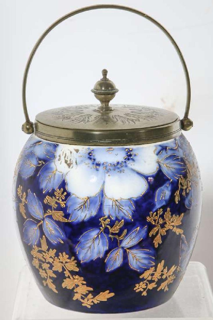 A GOOD FLOW BLUE BISCUIT JAR CIRCA 1890 - 3