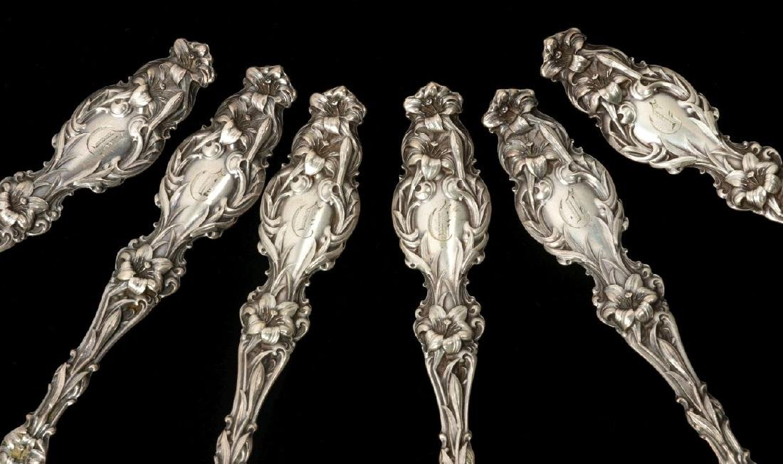 THIRTEEN WHITING CO 'LILY' PATTERN STERLING SPOONS - 5