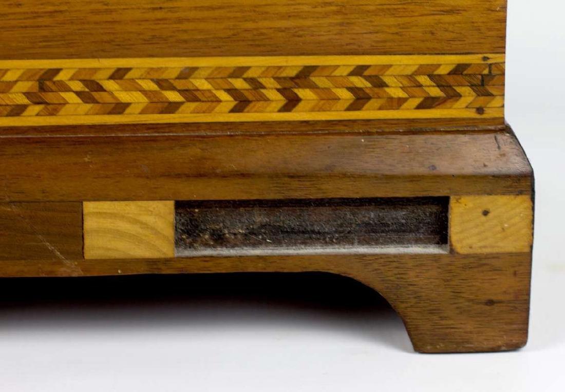 A CIRCA 1900 AMERICAN FOLK ART MARQUETRY BOX - 5
