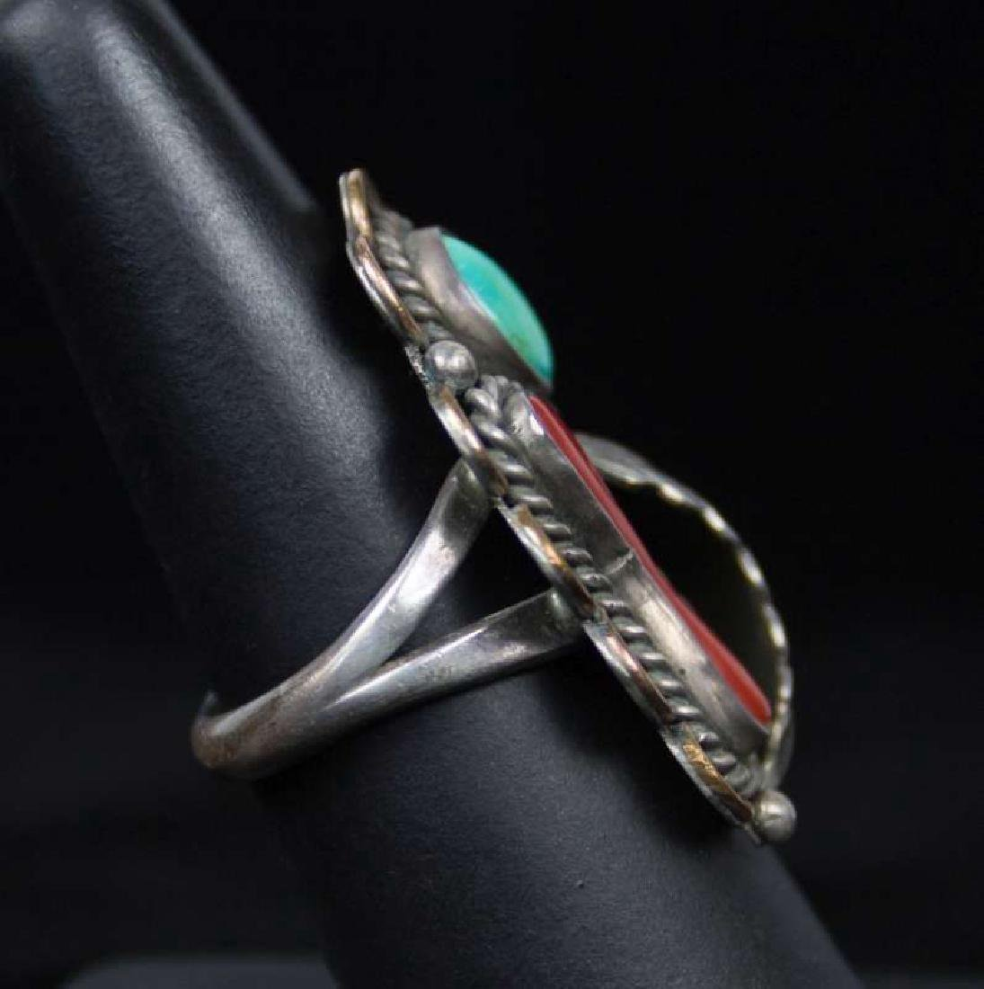 A NAVAJO STERLING, TURQUOISE AND CORAL RING - 2