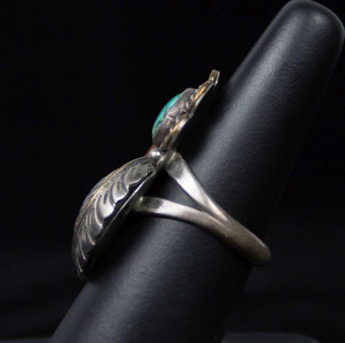 A NAVAJO STERLING, TURQUOISE AND CORAL RING - 3