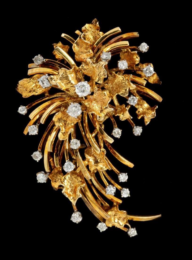 A FINE VINTAGE 18 KARAT GOLD DIAMOND SPRAY BROOCH